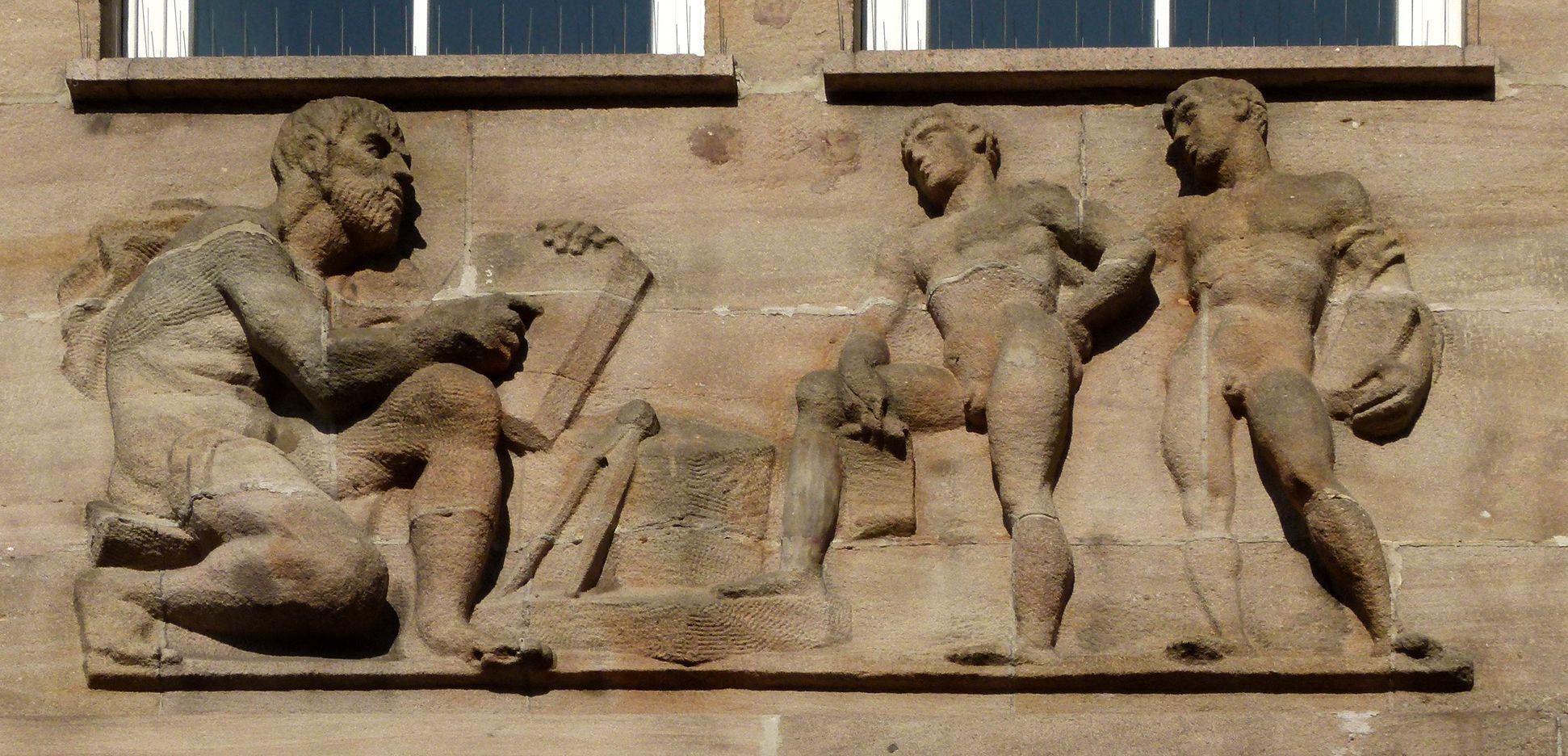 Sigmund Schuckert-Haus Chörlein, oberes Relief von Josef Wackerle: Architekt und Schüler
