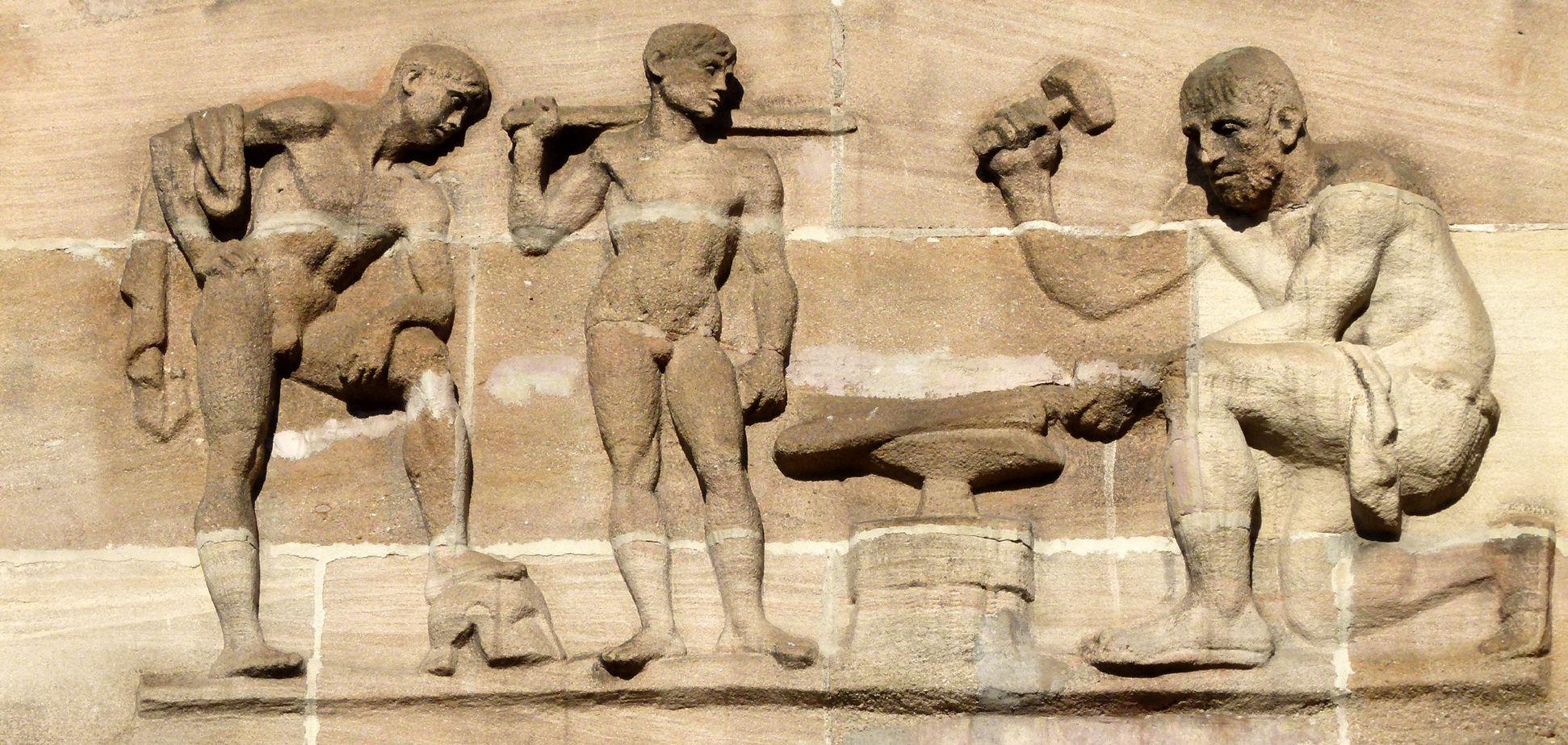 Sigmund Schuckert-Haus Chörlein, unteres Relief von Josef Wackerle: Die Schmiede des Vulkans - Anspielung an Siemens