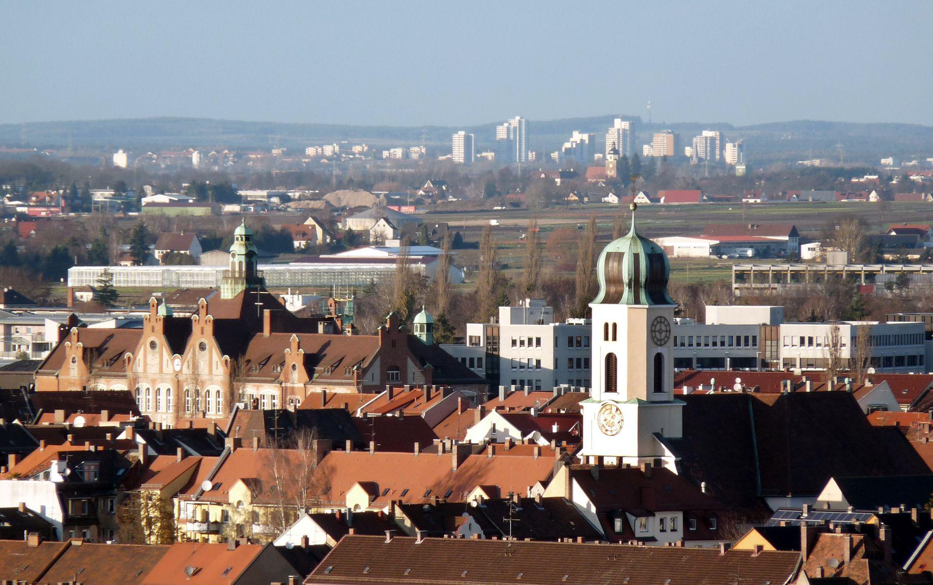St. Michael Blick über die Dächer von St. Johannis in Richtung Michaelskirche / Dr.-Theo-Schöller-Schule
