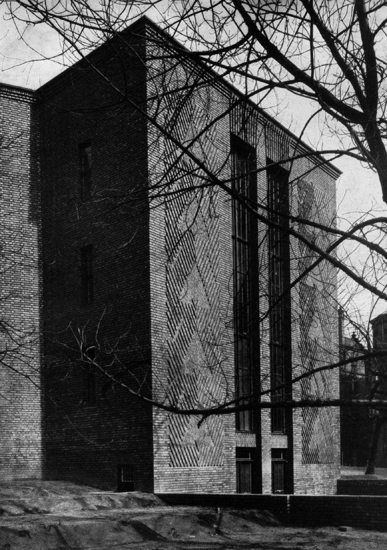 """Planetarium Planetarium, Treppenhaus von SW / Foto aus: """"Otto Ernst Schweizer"""", F. E. Hübsch Verlag"""