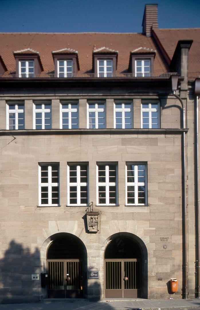 Arbeitsamt Doppelportal zur westlichen Vorhalle