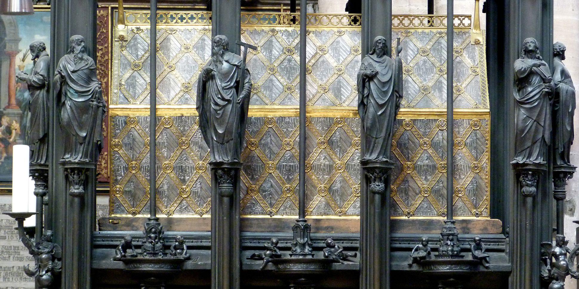 Sebaldusgrab Schreinebene mit Apostelfiguren, Südseite
