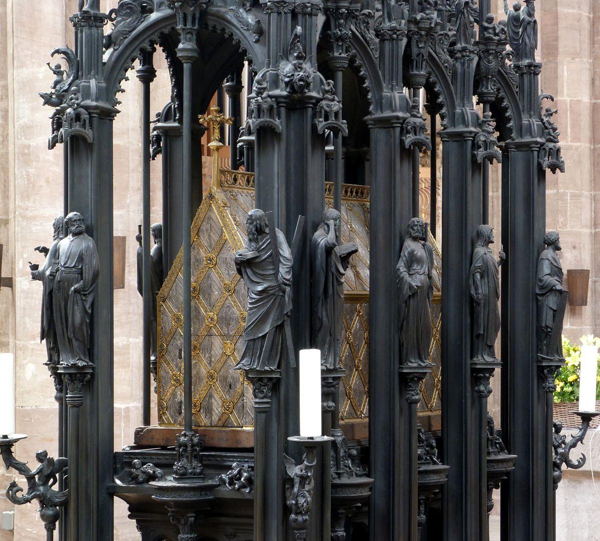 Sebaldusgrab (Ostseite) Apostelabfolge der Ost- und Südseite