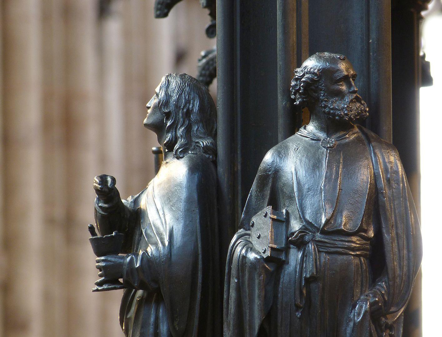 Sebaldusgrab (Ostseite) Südostecke mit Johannes und Petrus