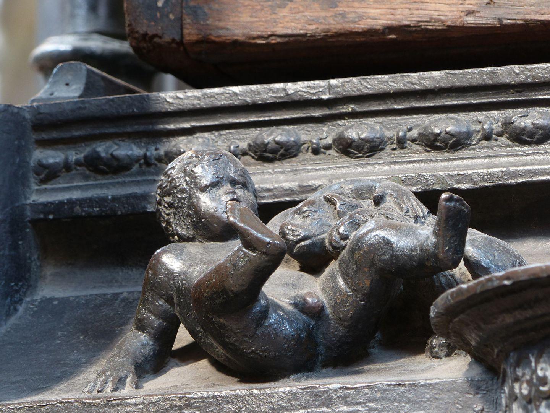 Sebaldusgrab (Ostseite) Amoretto mit Hündlein