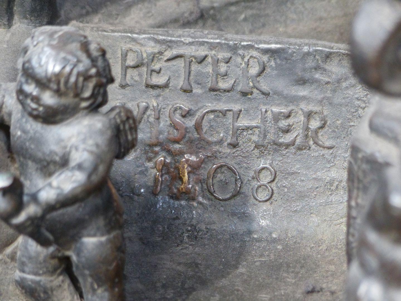 Sebaldusgrab (Ostseite) Signatur Peter Vischer 1508