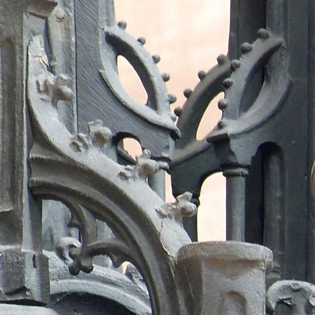 Sebaldusgrab (Südseite) Strebewerk der Baldachine - krabben- bzw. kugelbesetzt
