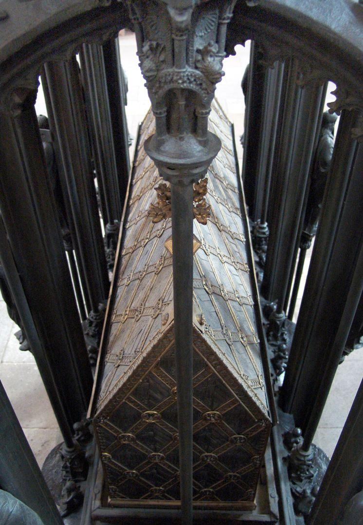 Sebaldusgrab Blick auf den spätgotischen Schrein des Heiligen Sebaldus