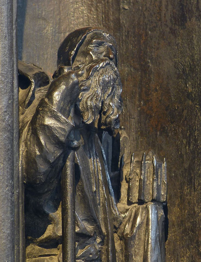 Sebaldusgrab (Westseite) Heiliger Sebald mit Kirchenmodell, Detail