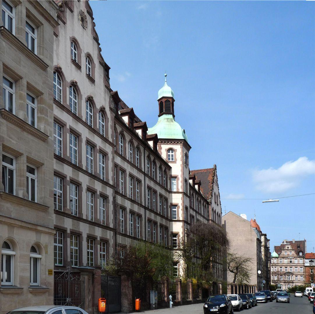 Johann-Daniel-Preißler-Schule Fassade, Schrägsicht von SO