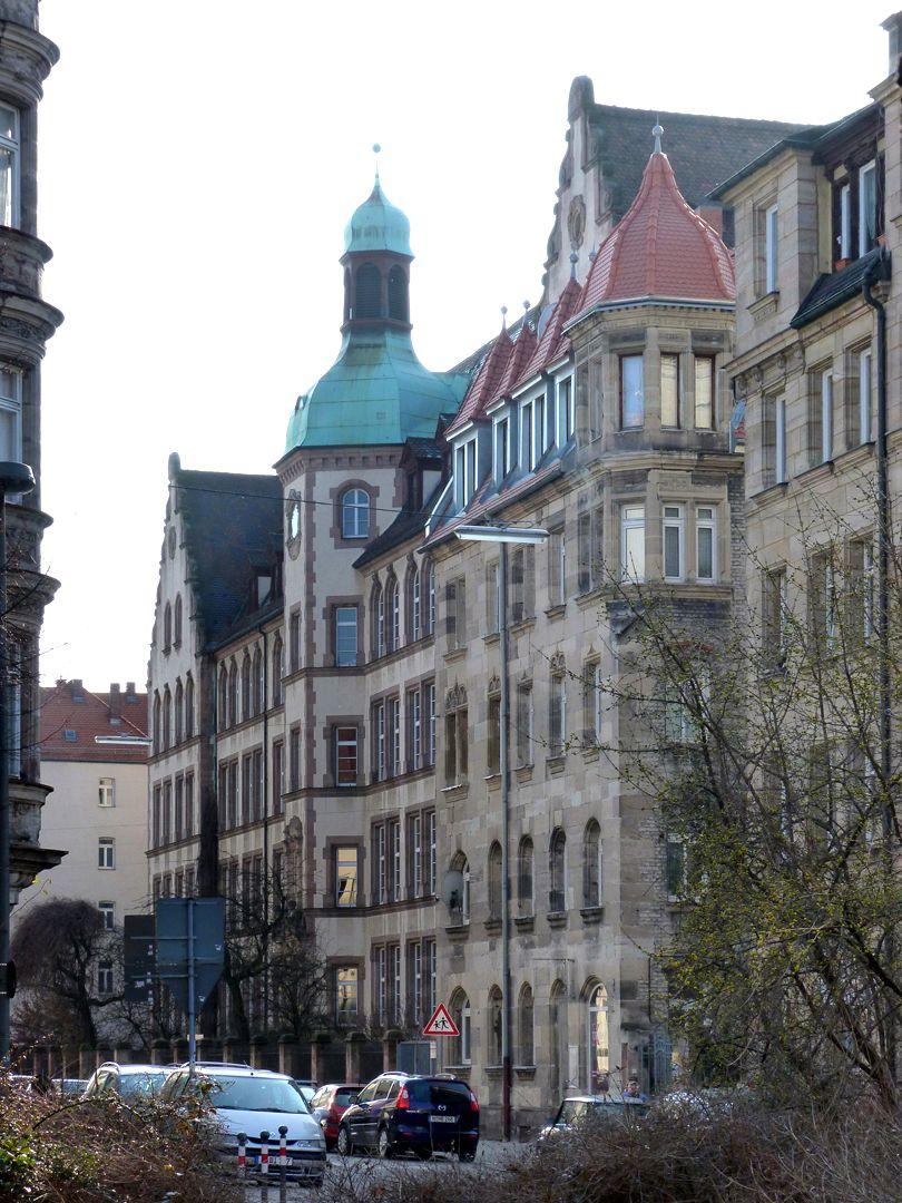 Johann-Daniel-Preißler-Schule Fassadenflucht aus NO