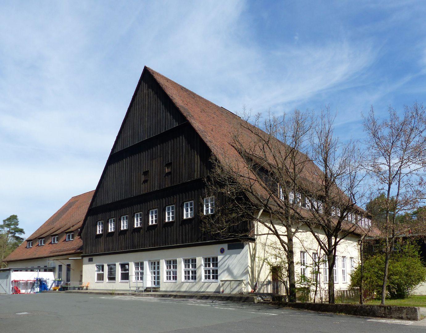 Arbeiterunterkünfte (heute August-Meier-Siedlung) Verbretterter Giebel des Haupthauses