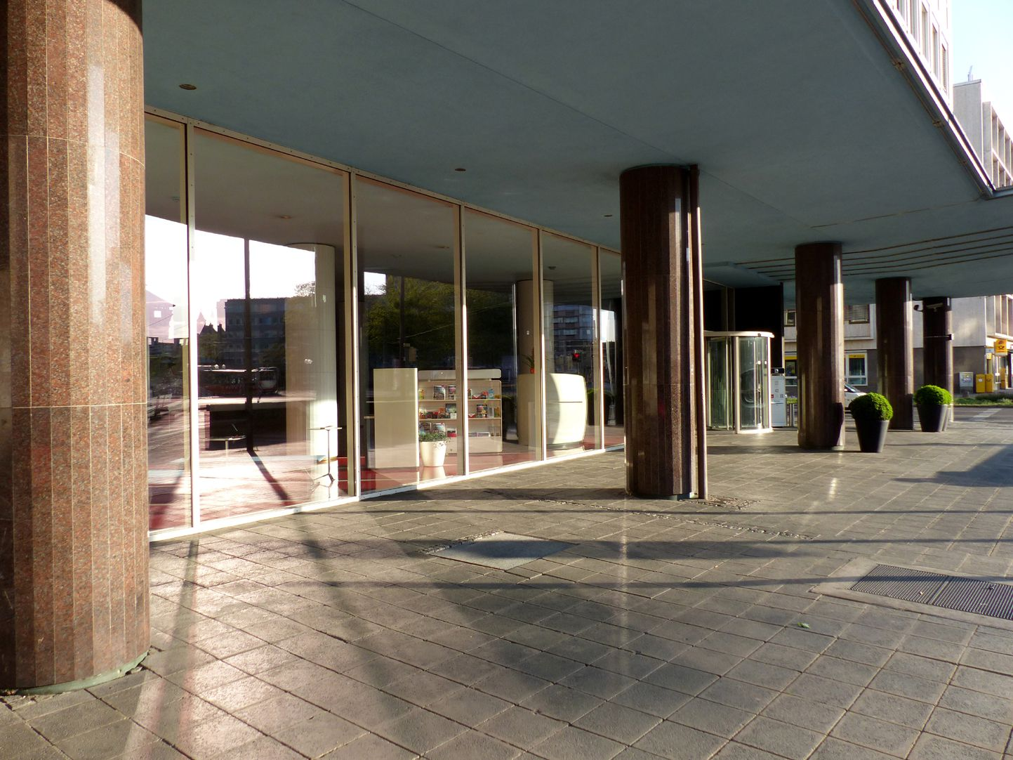 Plärrerhochhaus Eingangslaube an der Rothenburger Straße