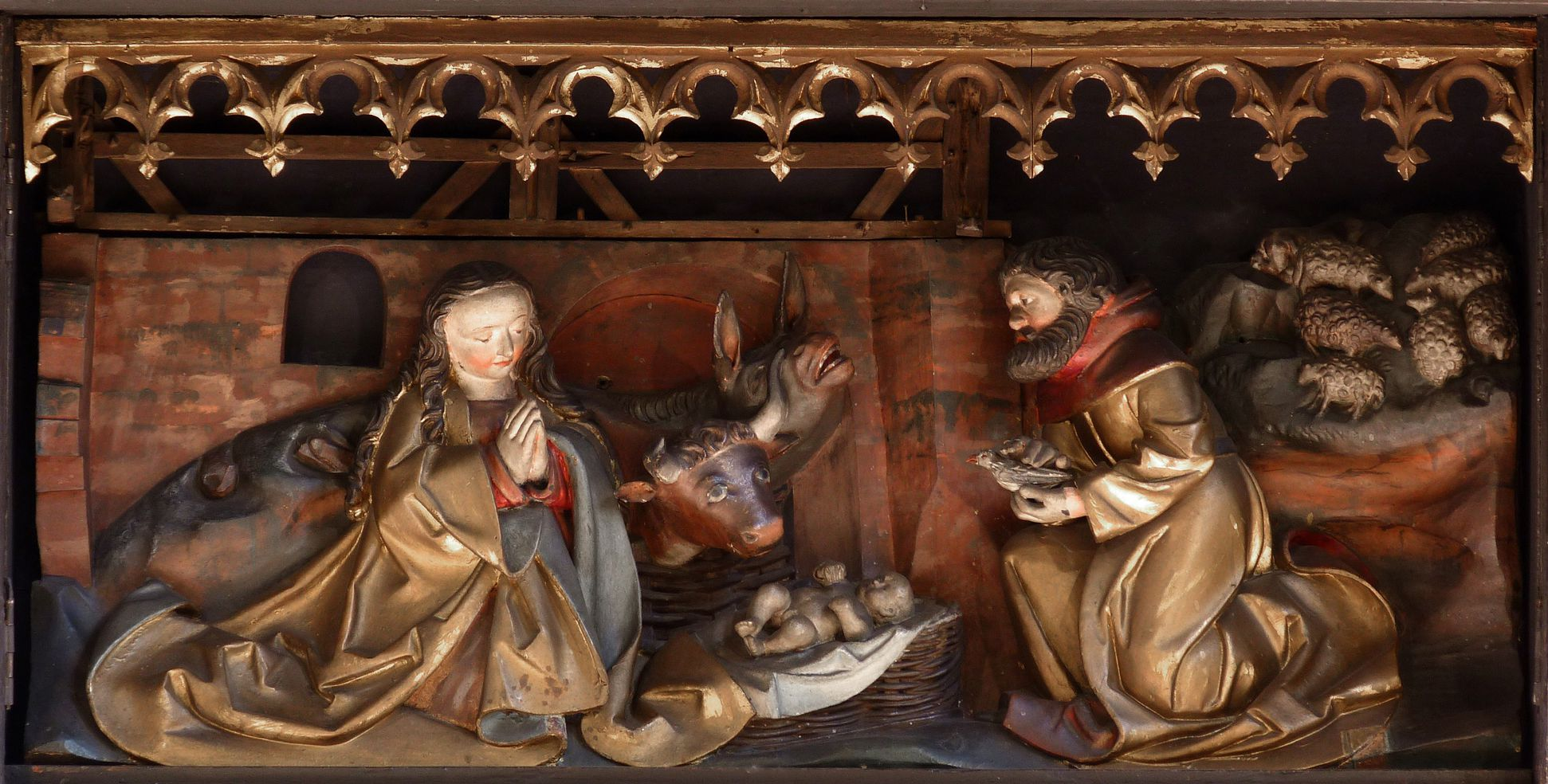 St. Bartholomäus, Hochaltar Predellaschrein mit neugotischem Kleeblattfries,  Darstellung der Anbetung des Kindes