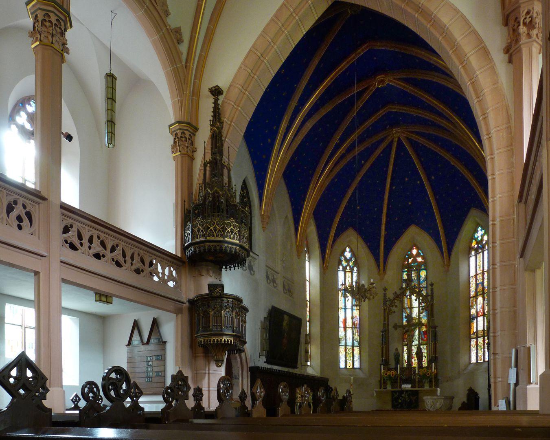 Stadtkirche St. Peter (Sonneberg) Hauptschiff mit Blick auf Kanzel und Chormündung