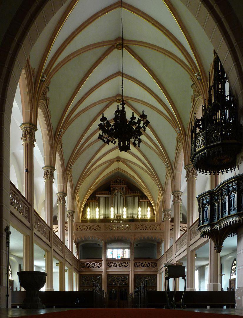 Stadtkirche St. Peter (Sonneberg) Mittelschiff in Richtung Orgel