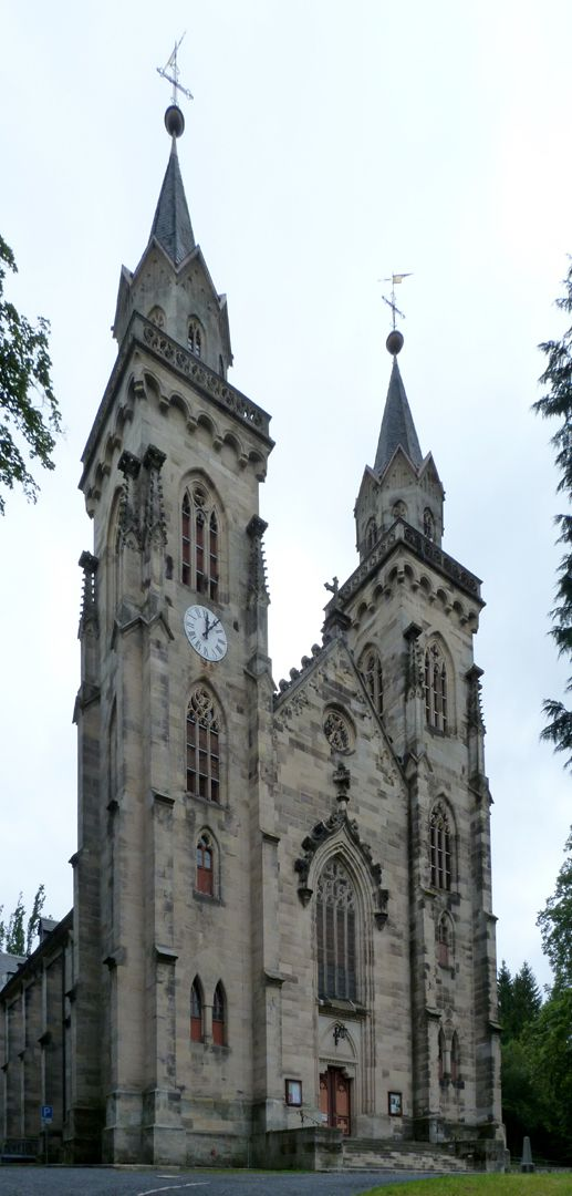 Stadtkirche St. Peter (Sonneberg) Schrägansicht der Doppelturmfront