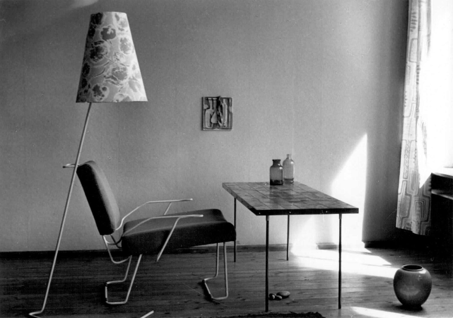 Sessel  Lampe  Tisch