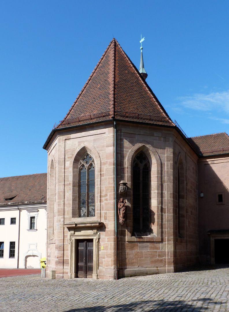Tetzelkapelle Von Nordost, mittleres 14. Jh., Fensterfaschen und Tür um 1700