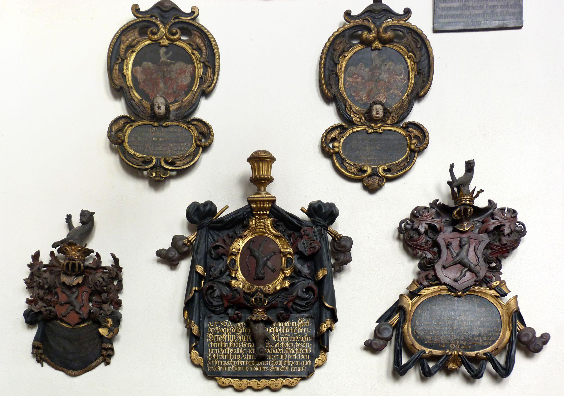 Tetzelkapelle Nordwand, barocke Totenschilde