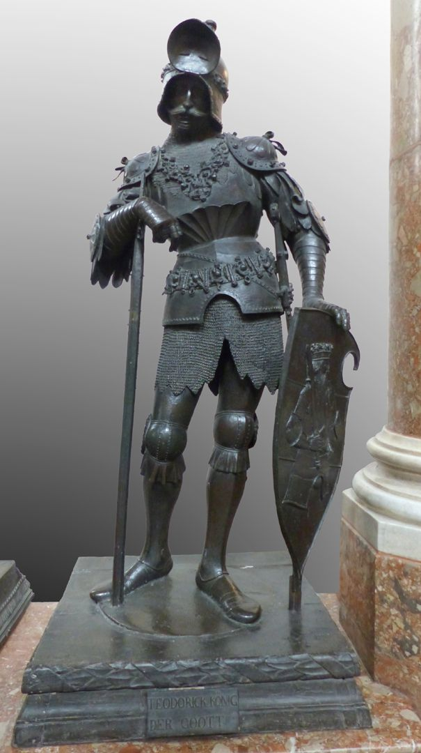König Theoderich (Innsbruck) Frontalansicht