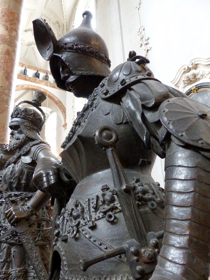 König Theoderich (Innsbruck) Untersicht, Detail