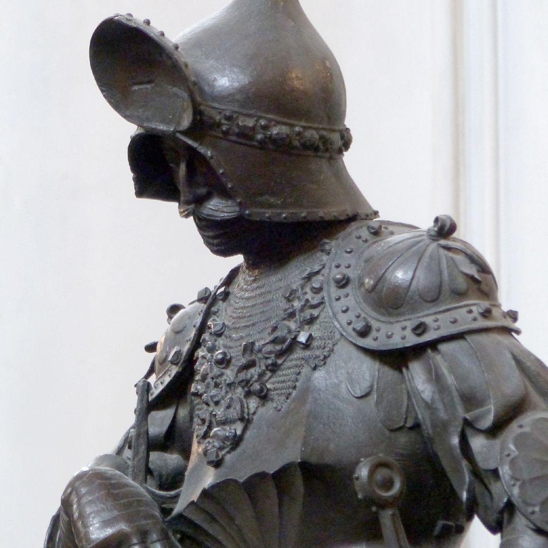 König Theoderich (Innsbruck) Büste, Schrägansicht