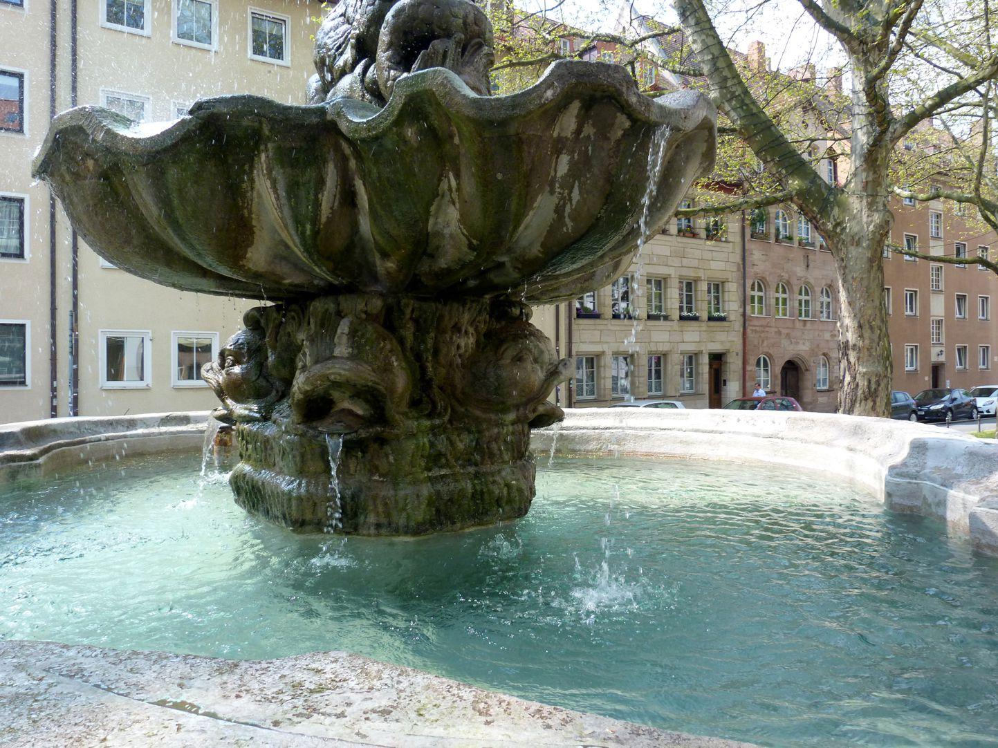 Tritonbrunnen Becken mit Schale