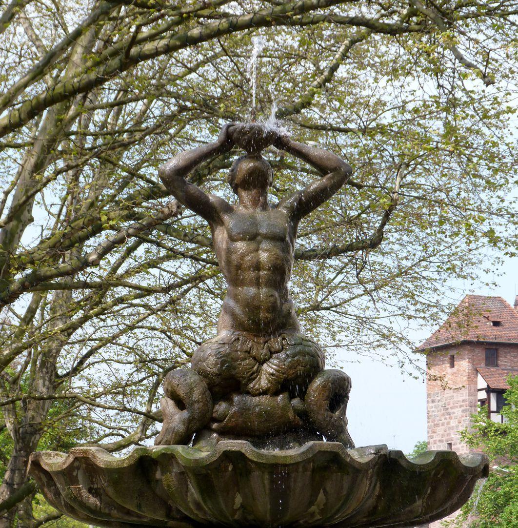 Tritonbrunnen Schale mit Triton