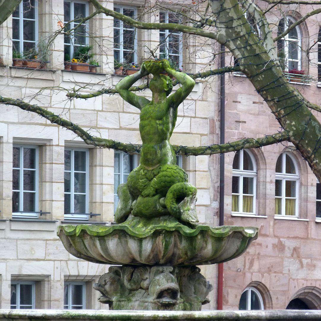 Tritonbrunnen Schale mit Triton, Ansicht im Winter