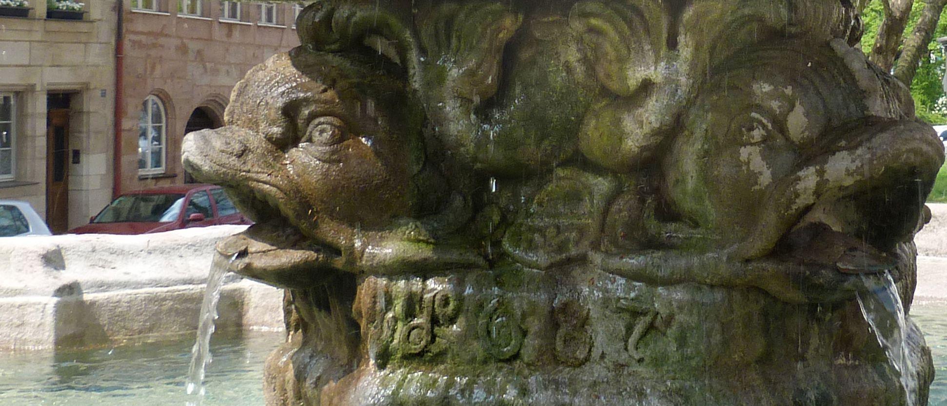 Tritonbrunnen Wappen und Datierung