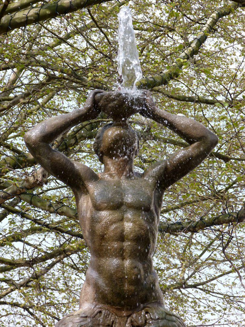 Tritonbrunnen Triton, Detail
