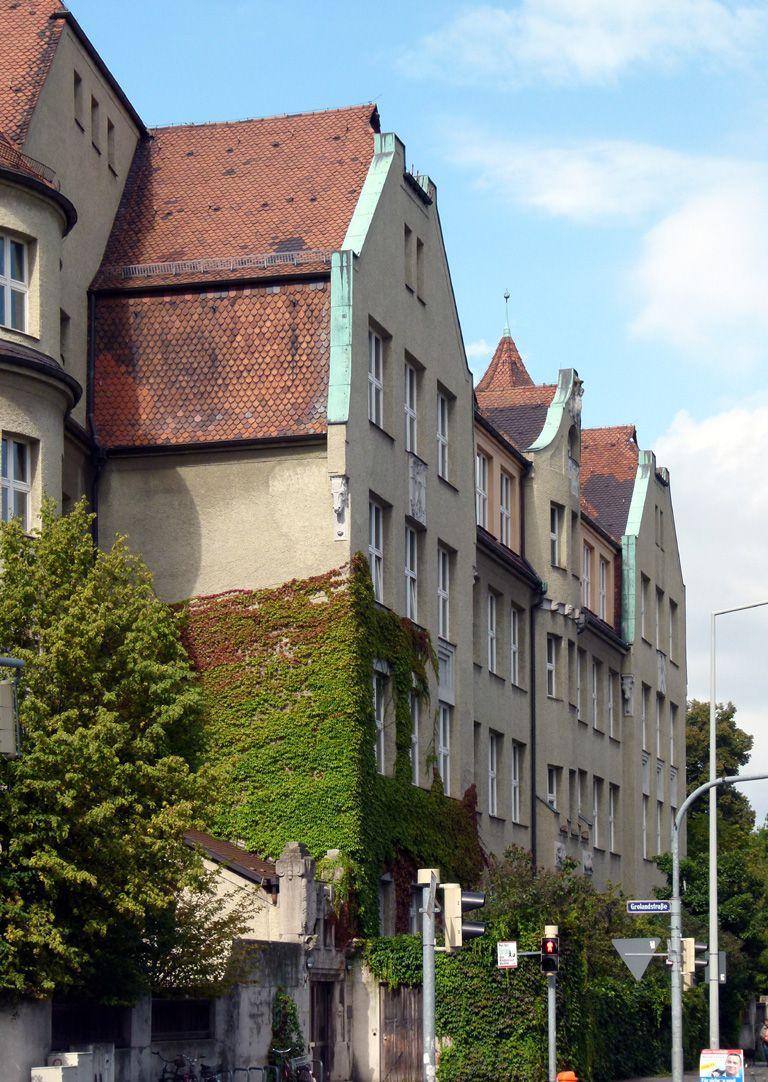 Ludwig-Uhland-Schule Trakt an der Uhlandstraße