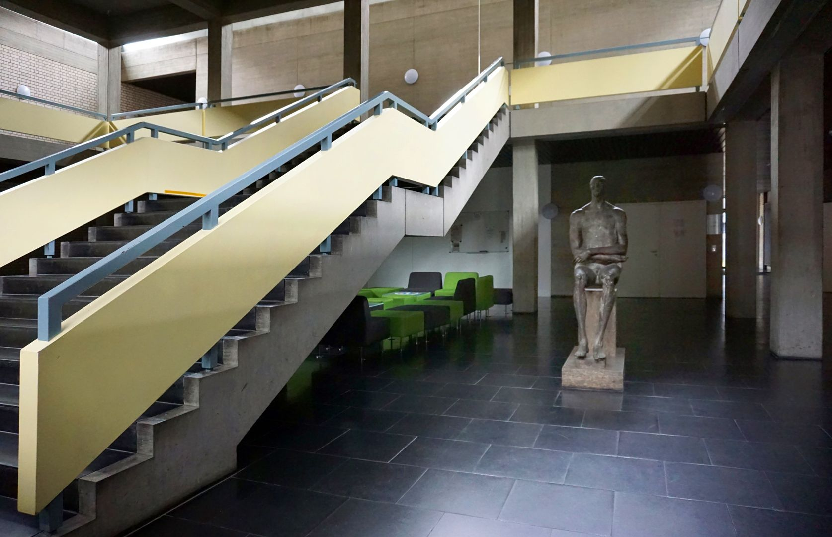 Römischer Jüngling Aufstellungsort im Foyer / Treppenhaus