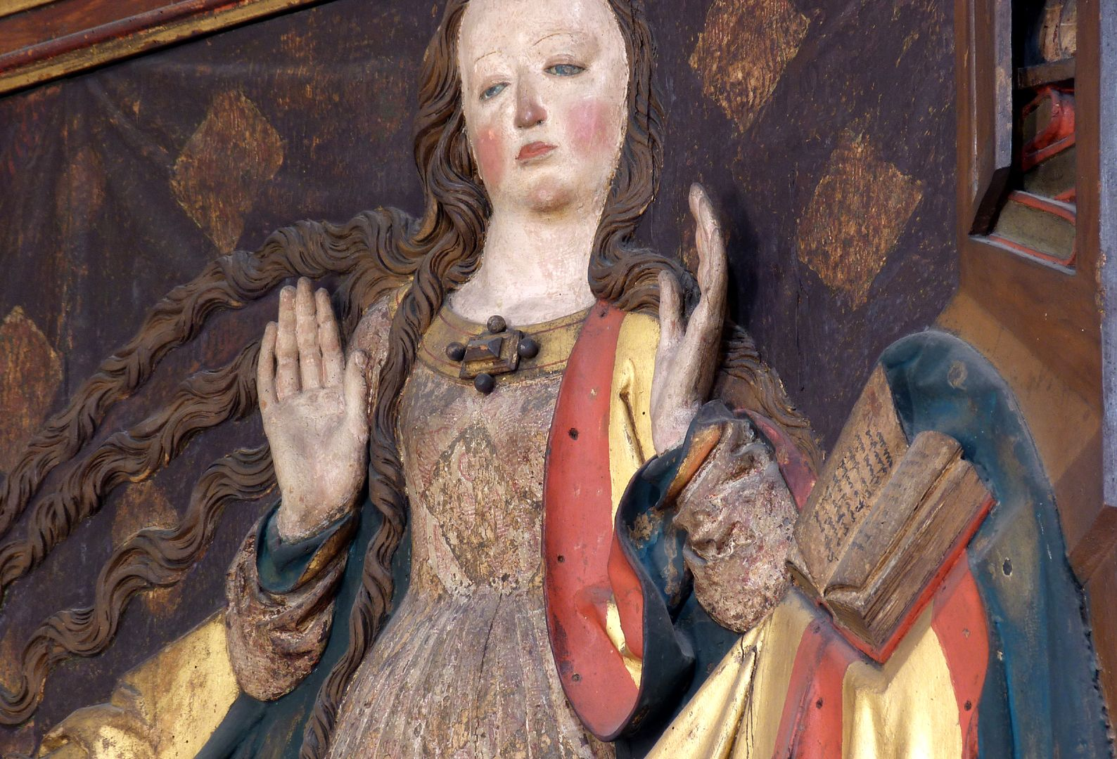 Reliefs einer Verkündigung Mariens Maria in Schrägansicht