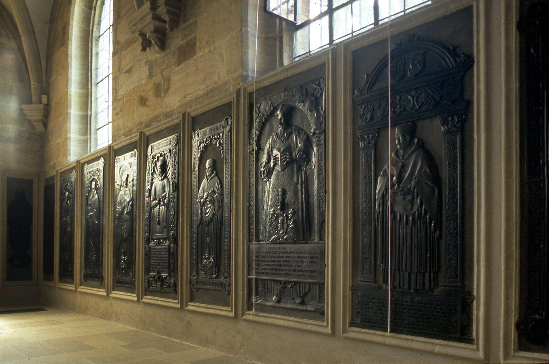 Grabplatten Nagelkapelle