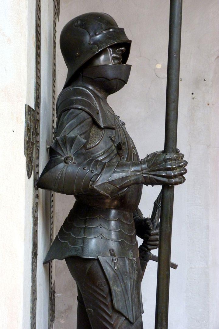 Bronzestatue Ottos IV. v. Henneberg (Römhild) Seitenansicht