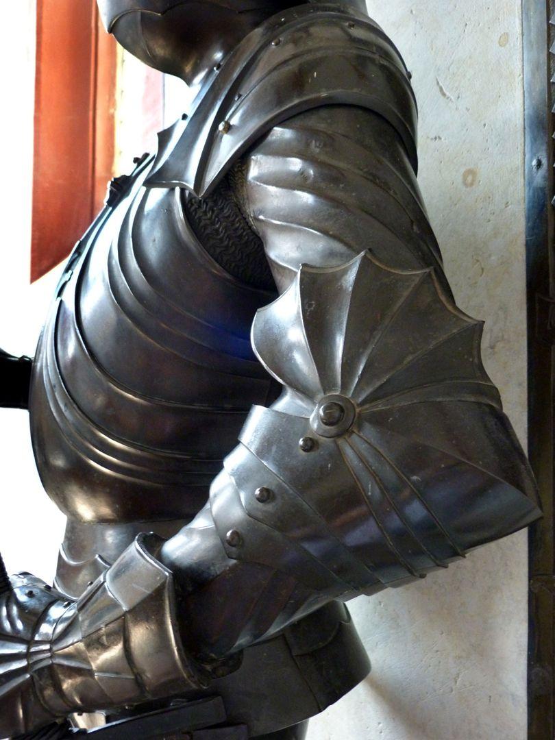 Bronzestatue Ottos IV. v. Henneberg (Römhild) Detail des Harnisches