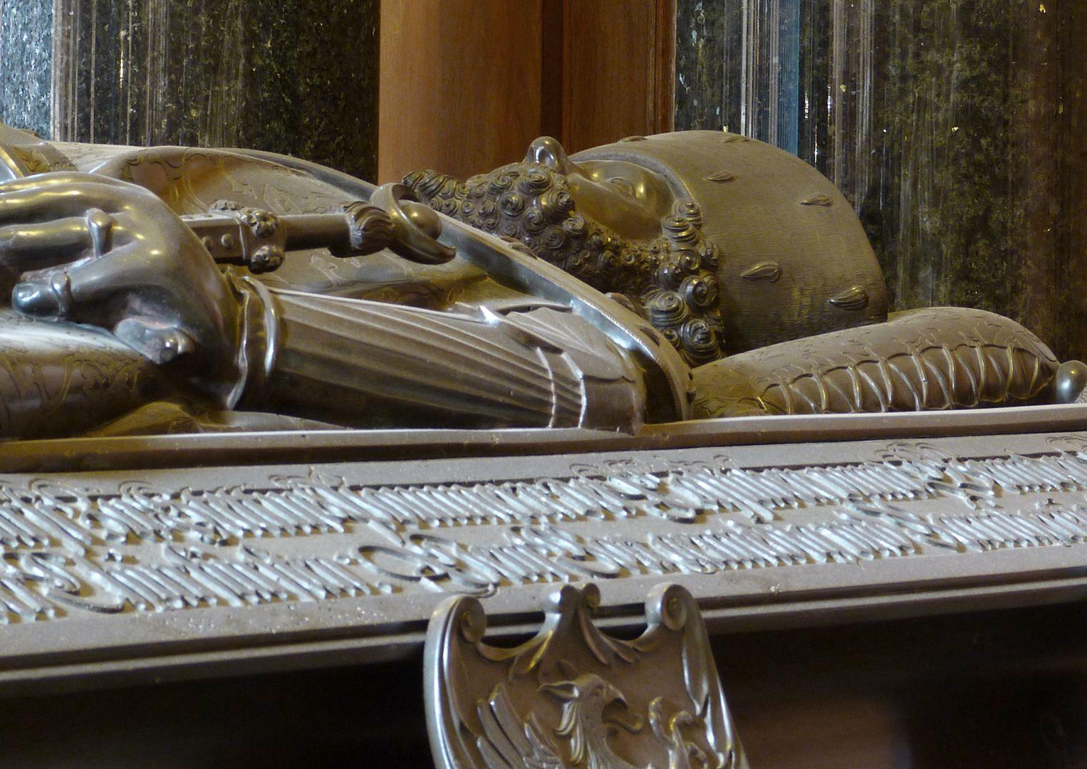Tischgrab des Johann Cicero, Kurfürst von Brandenburg Oberkörper von links