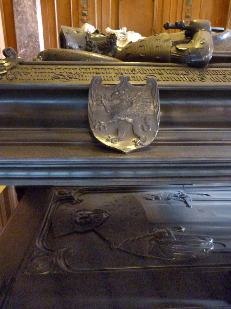 Tischgrab des Johann Cicero, Kurfürst von Brandenburg doppelte Plattensituation, Wappen