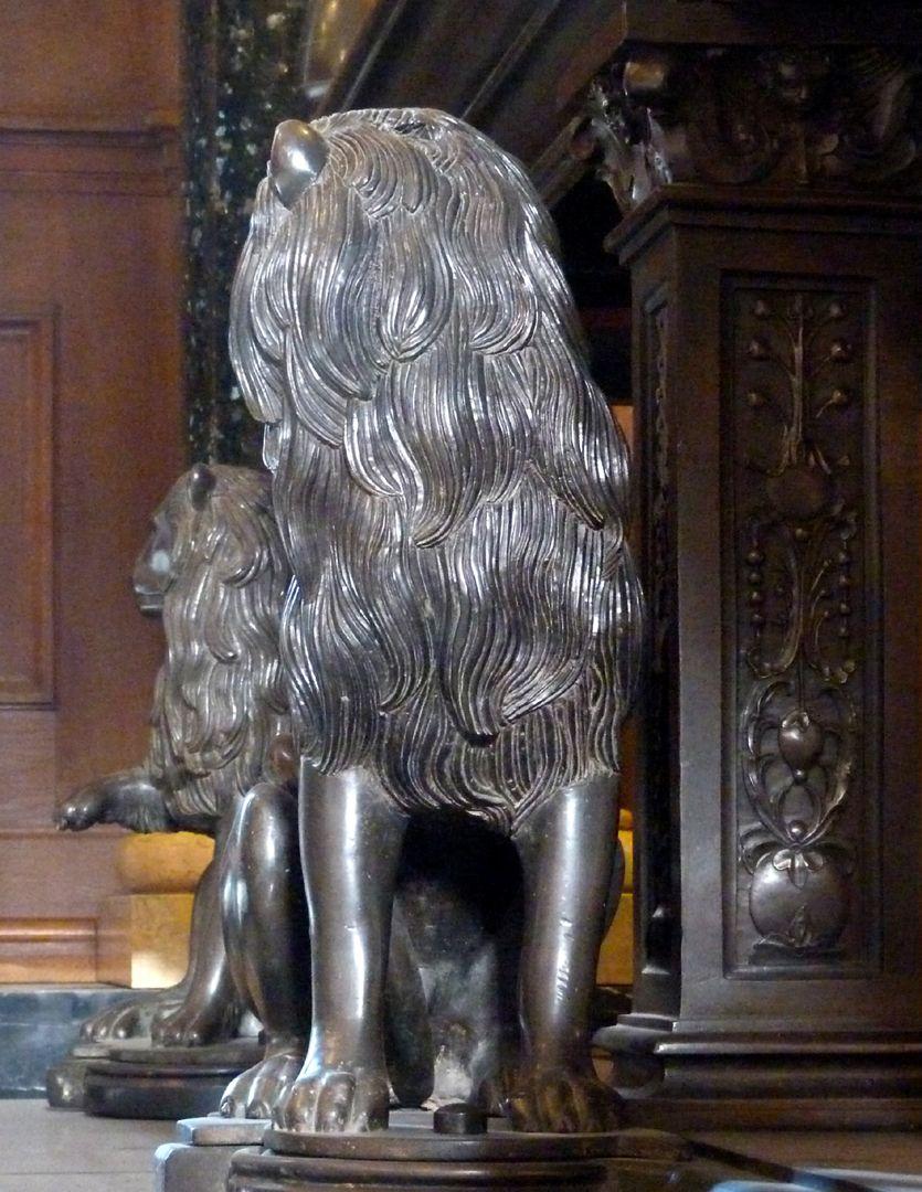 Tischgrab des Johann Cicero, Kurfürst von Brandenburg mittlerer, linker Löwe