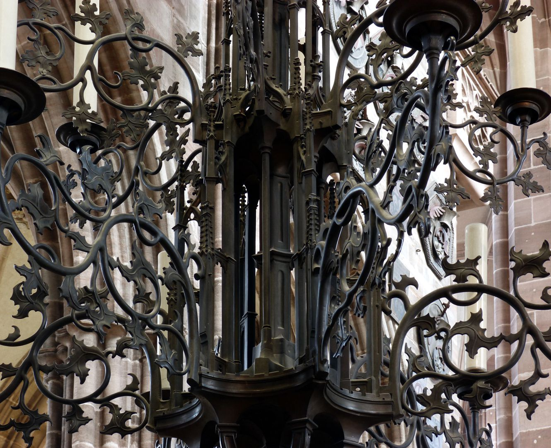 Bronzeleuchter unterer Leuchtermittelteil mit Gehäuse und Rankenarmen