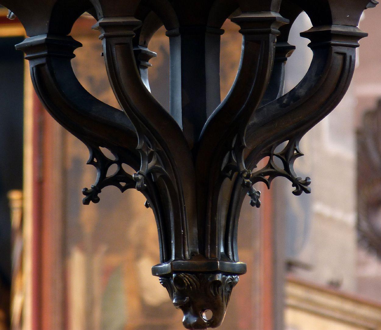 Bronzeleuchter unterer Knauf mit Maßwerknasen