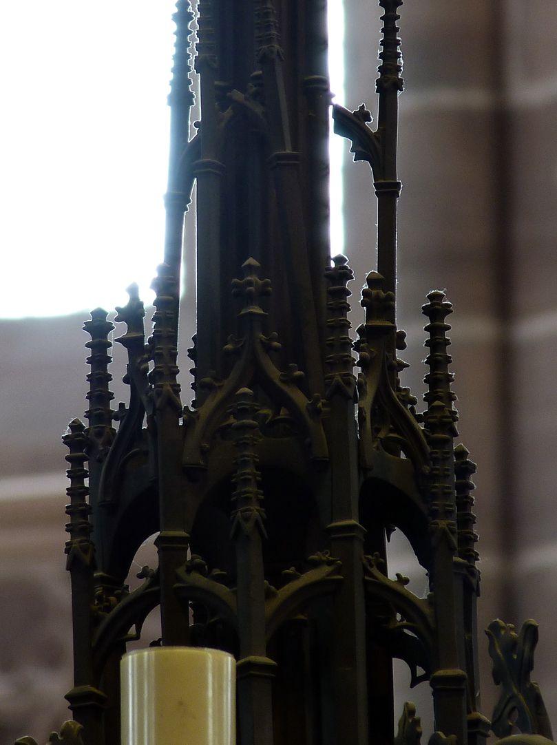 Bronzeleuchter Oberteil des Gesprenges mit Strebewerk