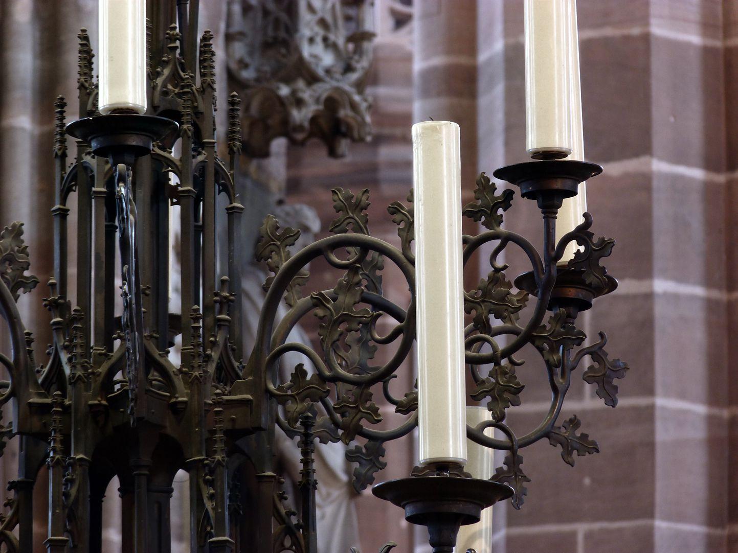 Bronzeleuchter oberer Leuchterteil mit Rankenwerk