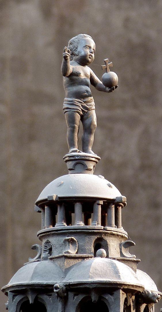 Sebaldusgrab Jesukind auf der mittleren Kuppel