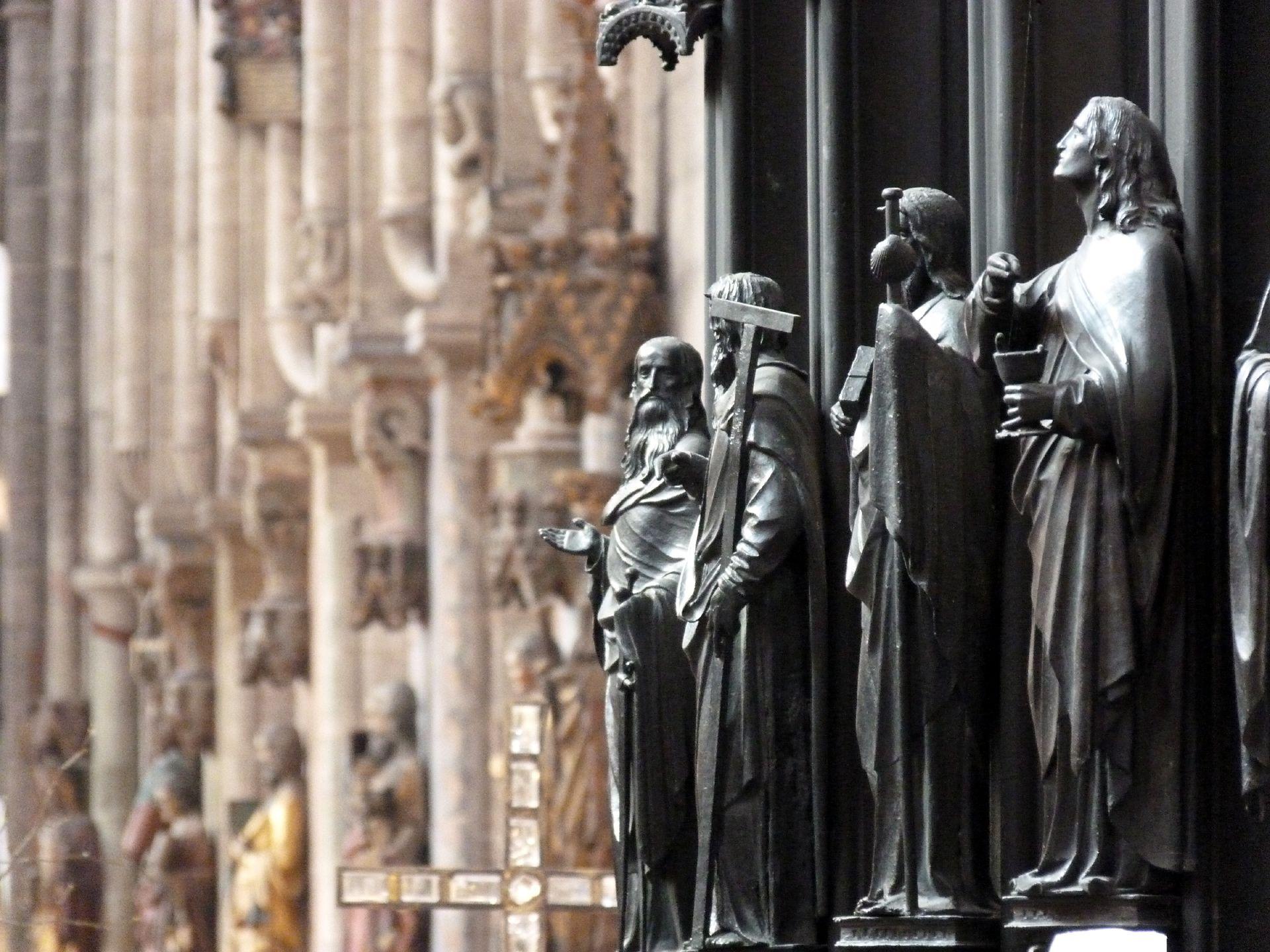 Sebaldusgrab Südliche Apostelreihe von Südost