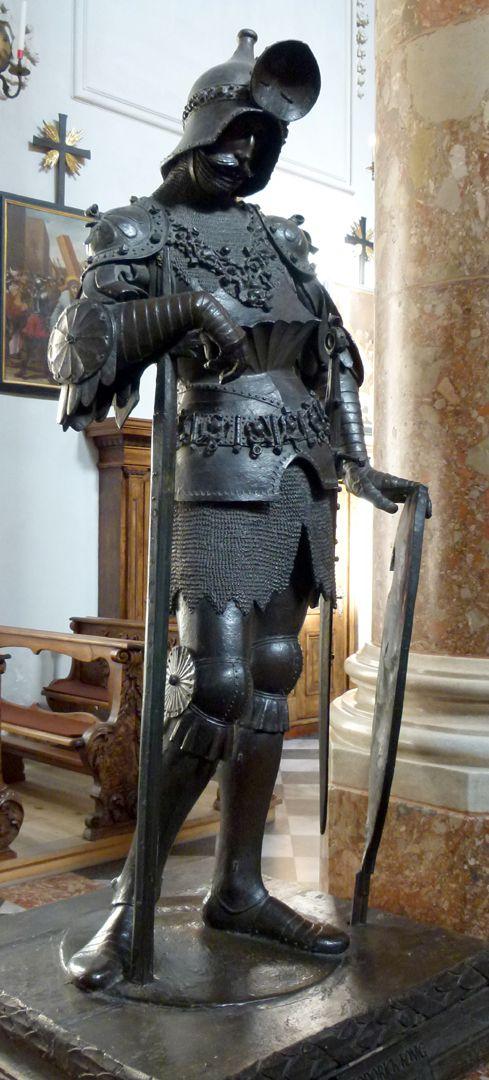 König Theoderich (Innsbruck) von rechts