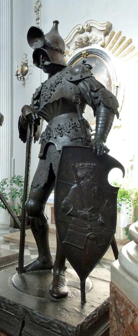 König Theoderich (Innsbruck) von links