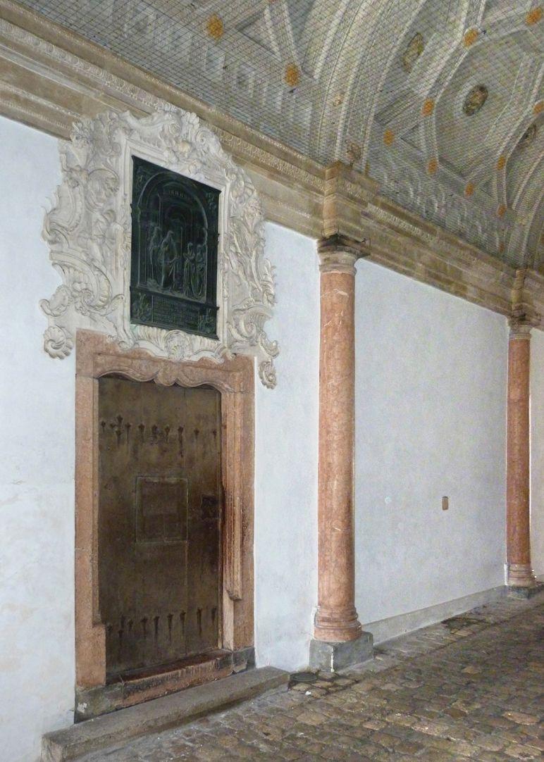 Die Kanaanäische Frau Durchfahrt, Portal zur Kapelle mit Supraporte